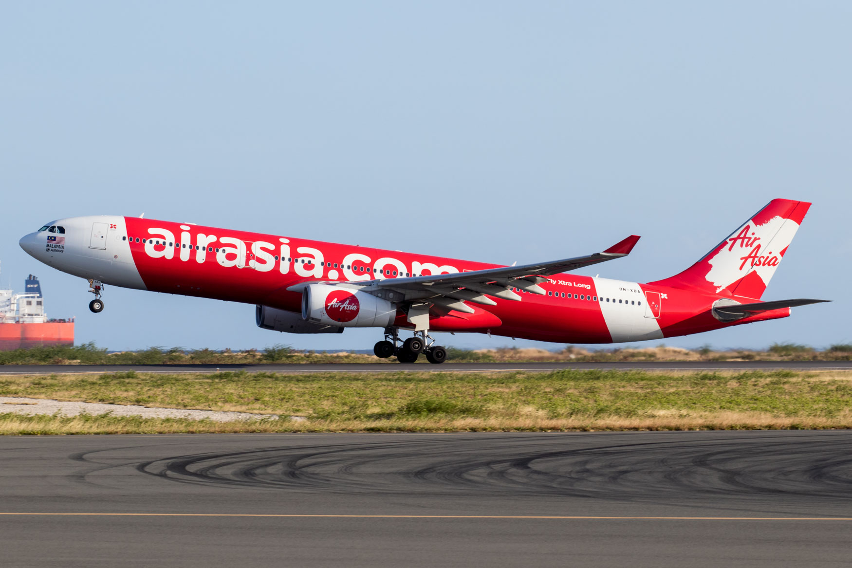 AirAsia X D72 Departing from Honolulu