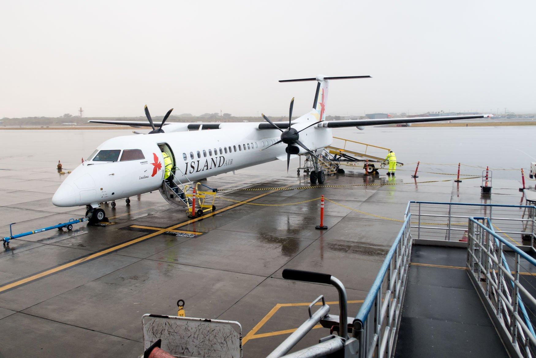 Island Air Dash 8 Q400 at Kahului Airport