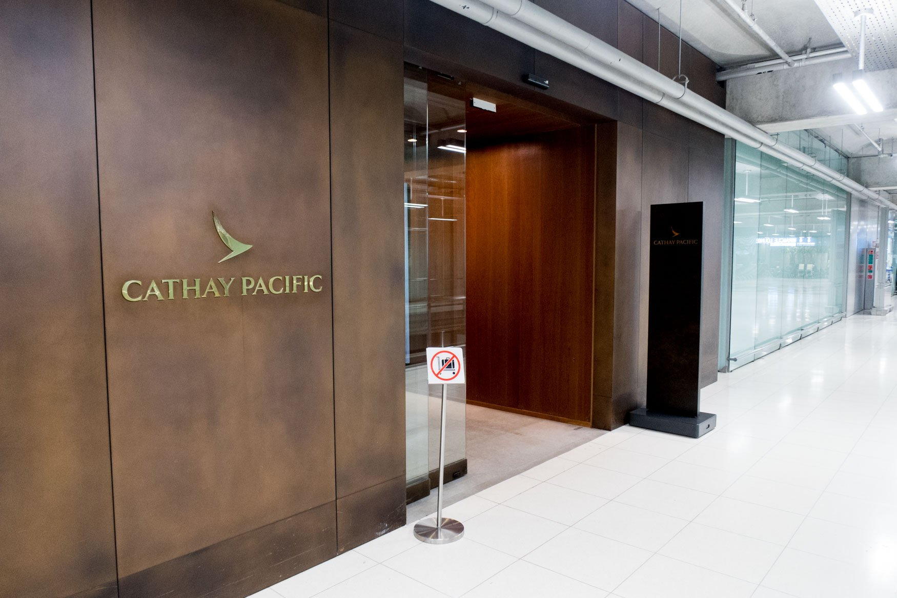 Cathay Pacific First and Business Class Lounge Bangkok Suvarnabhumi Entrance