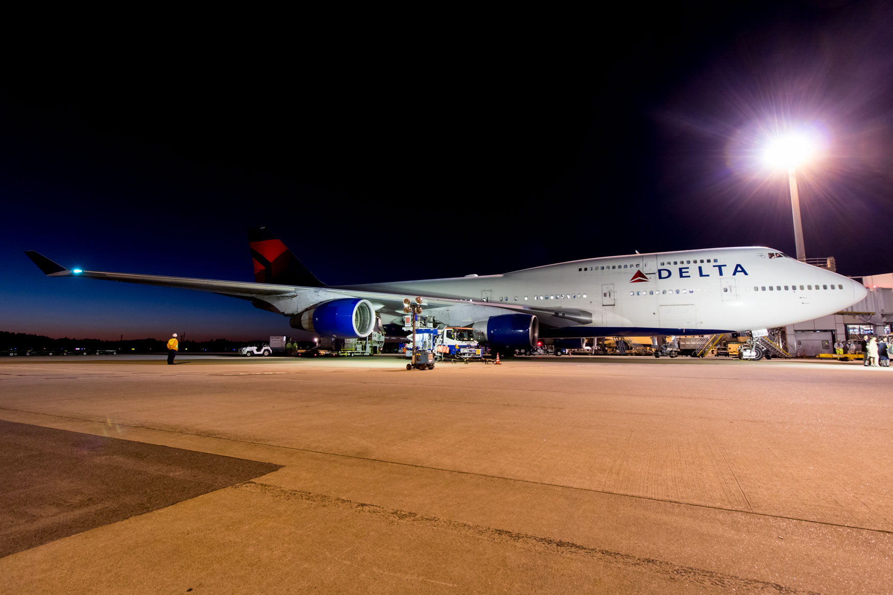 Delta Air Lines 747-400 at Gate Last Time in Tokyo