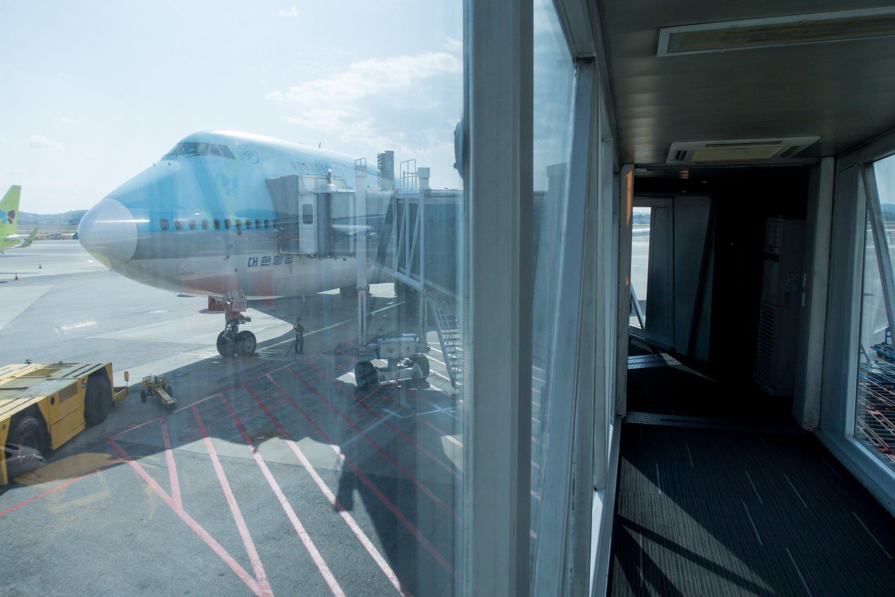 Boarding Korean Air 747-400