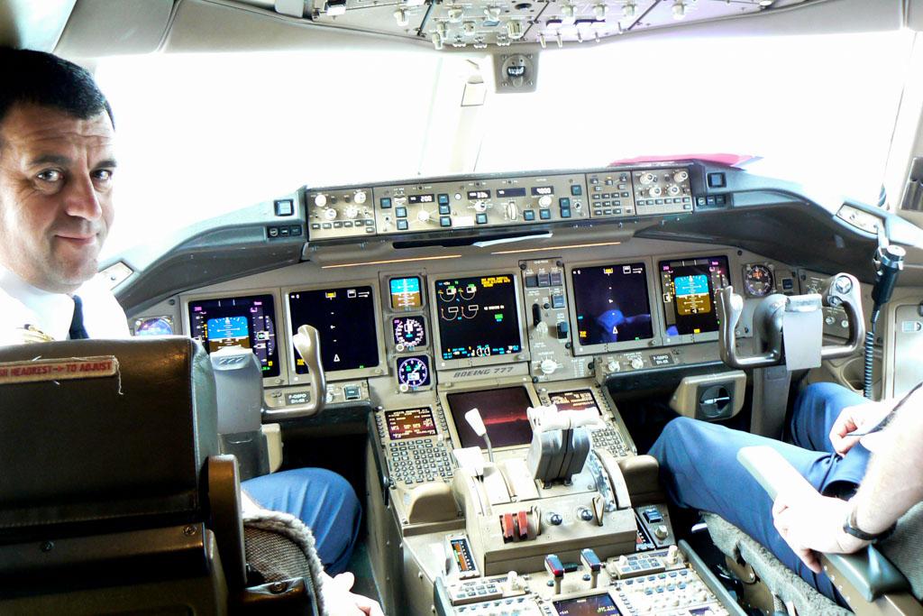 Air France Boeing 777-200ER Cockpit