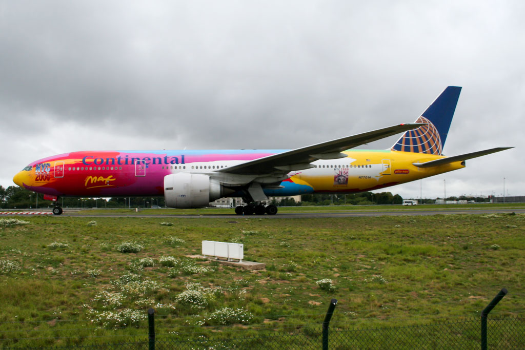 Continental Airlines 777 Peter Max