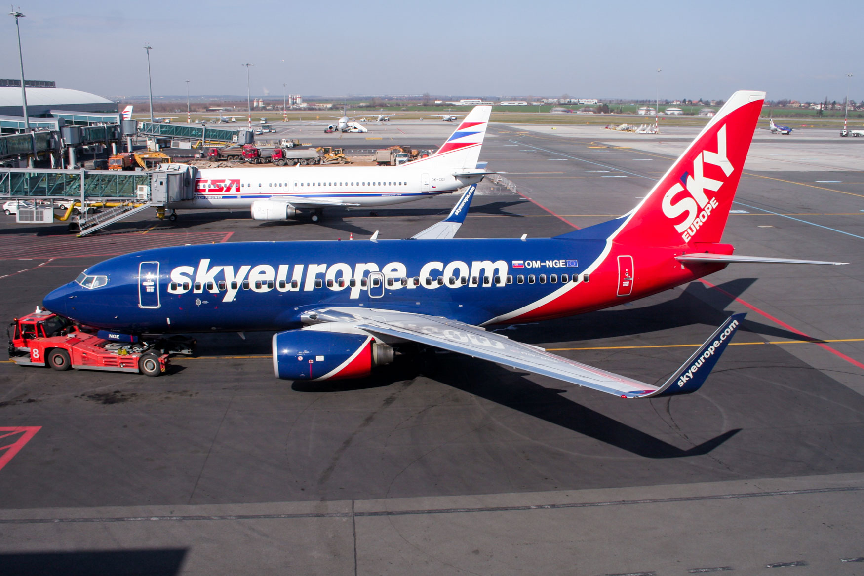 SkyEurope 737