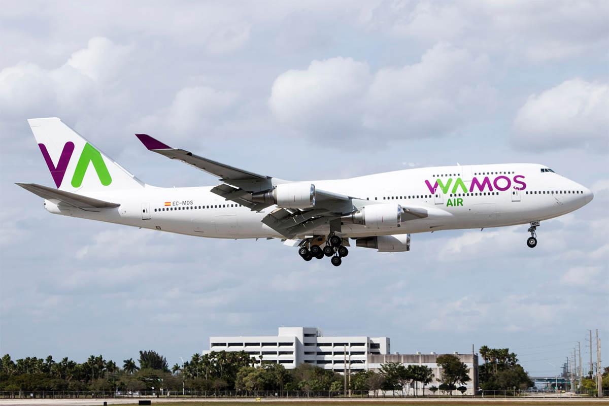 Wamos Air Boeing 747-400