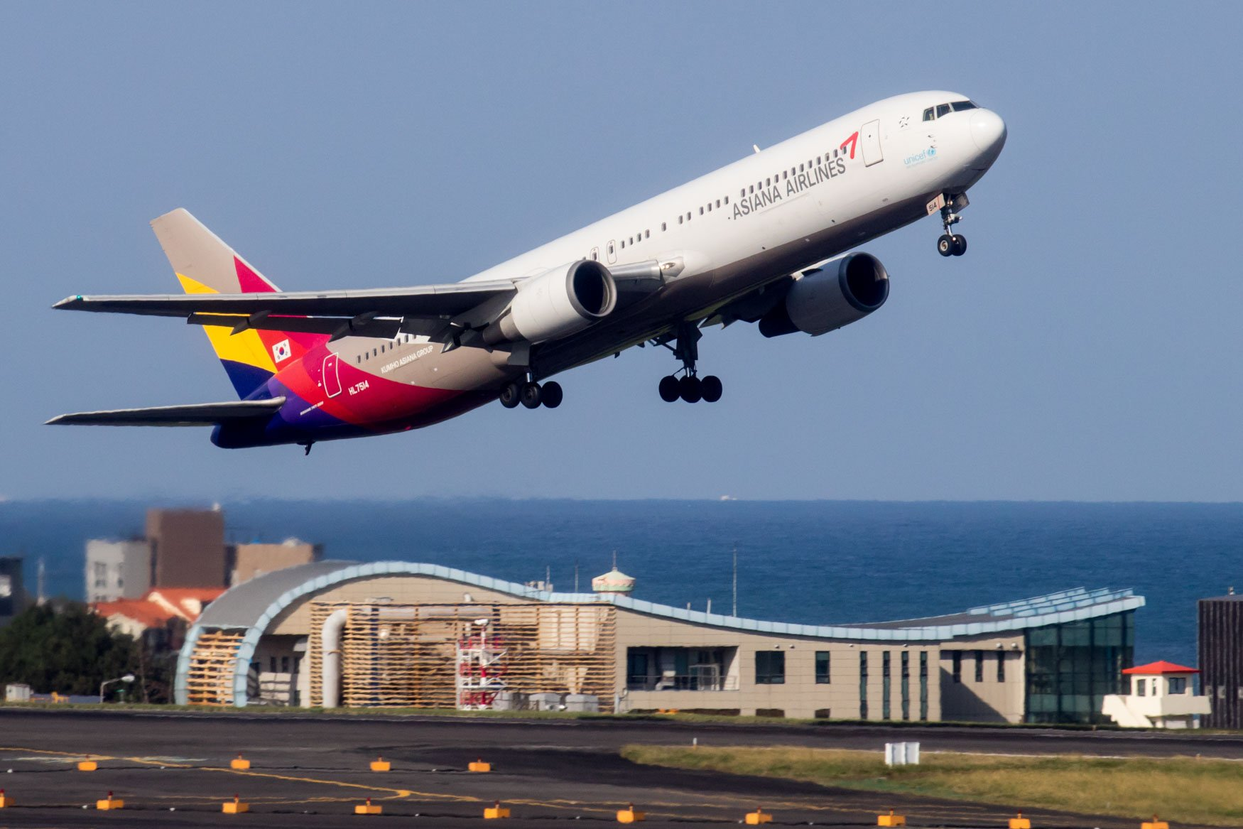 Asiana Airlines Boeing 767-300