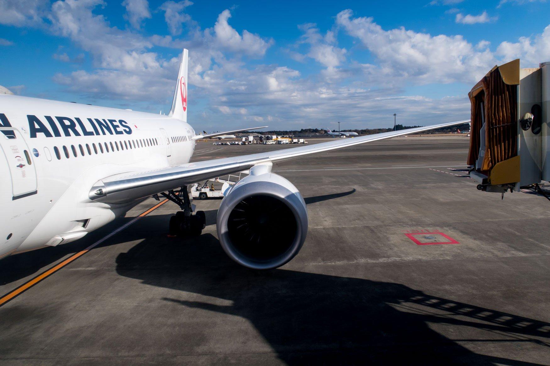 Boarding JAL Boeing 787-8 Dreamliner
