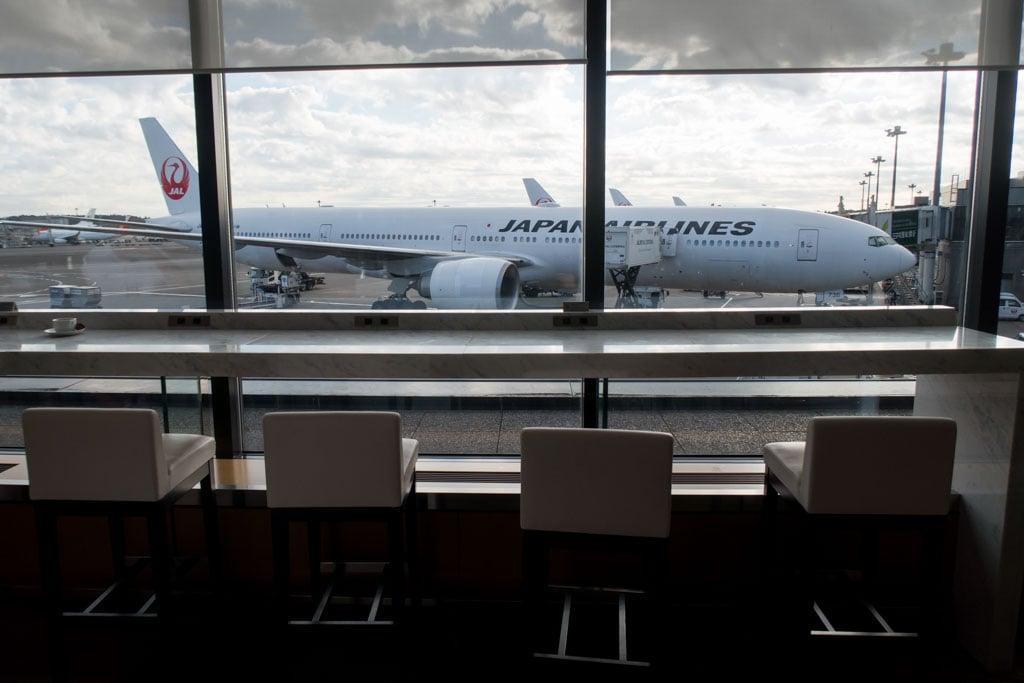 JAL Sakura Lounge Counter Overlooking the Apron