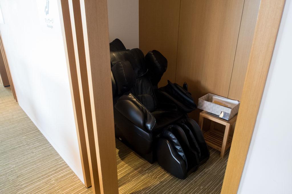 JAL Sakura Lounge Narita Massage Chair