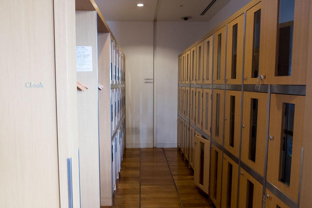JAL Business Class Lounge Cloak Room