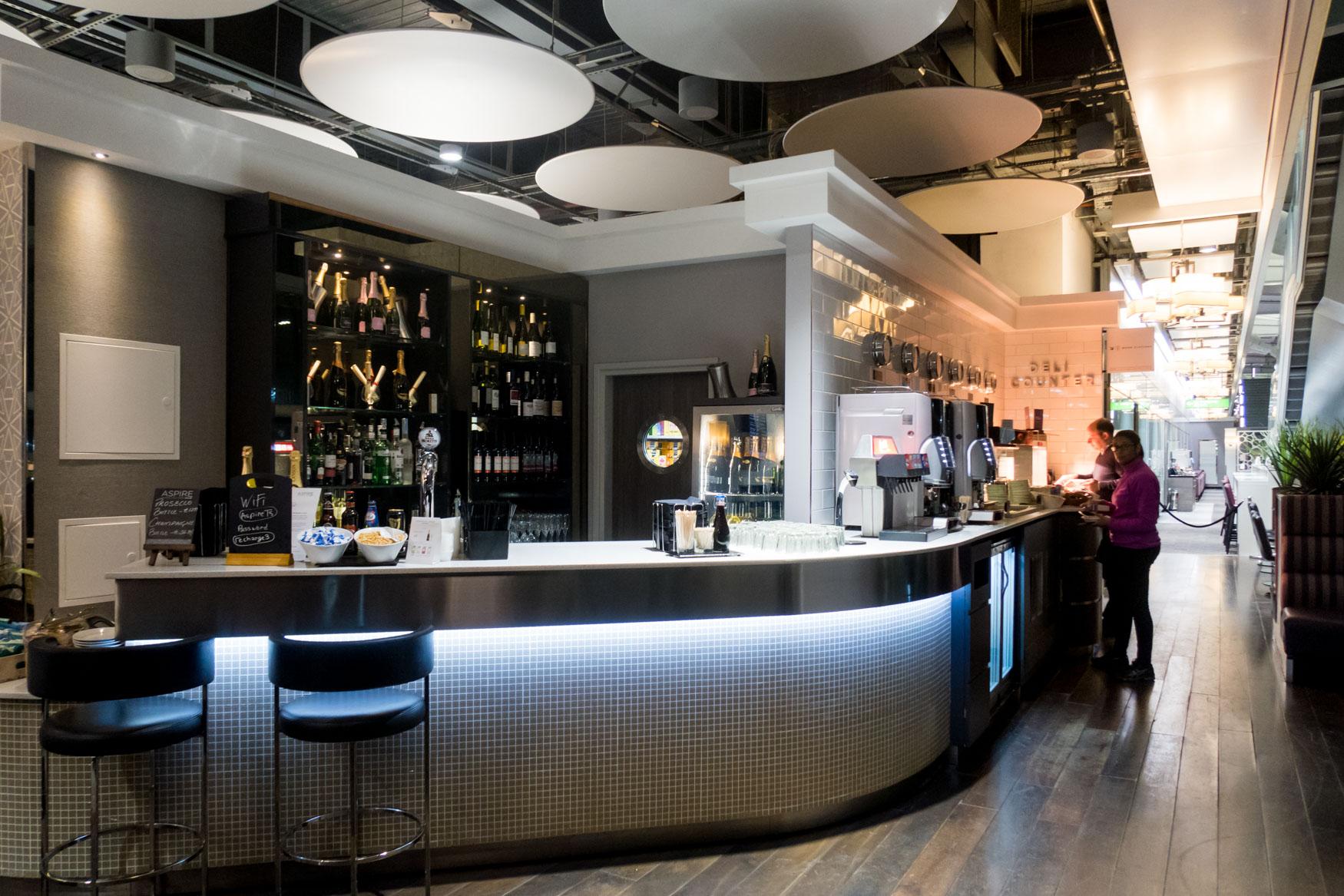 Aspire The Lounge and Spa London Heathrow Bar