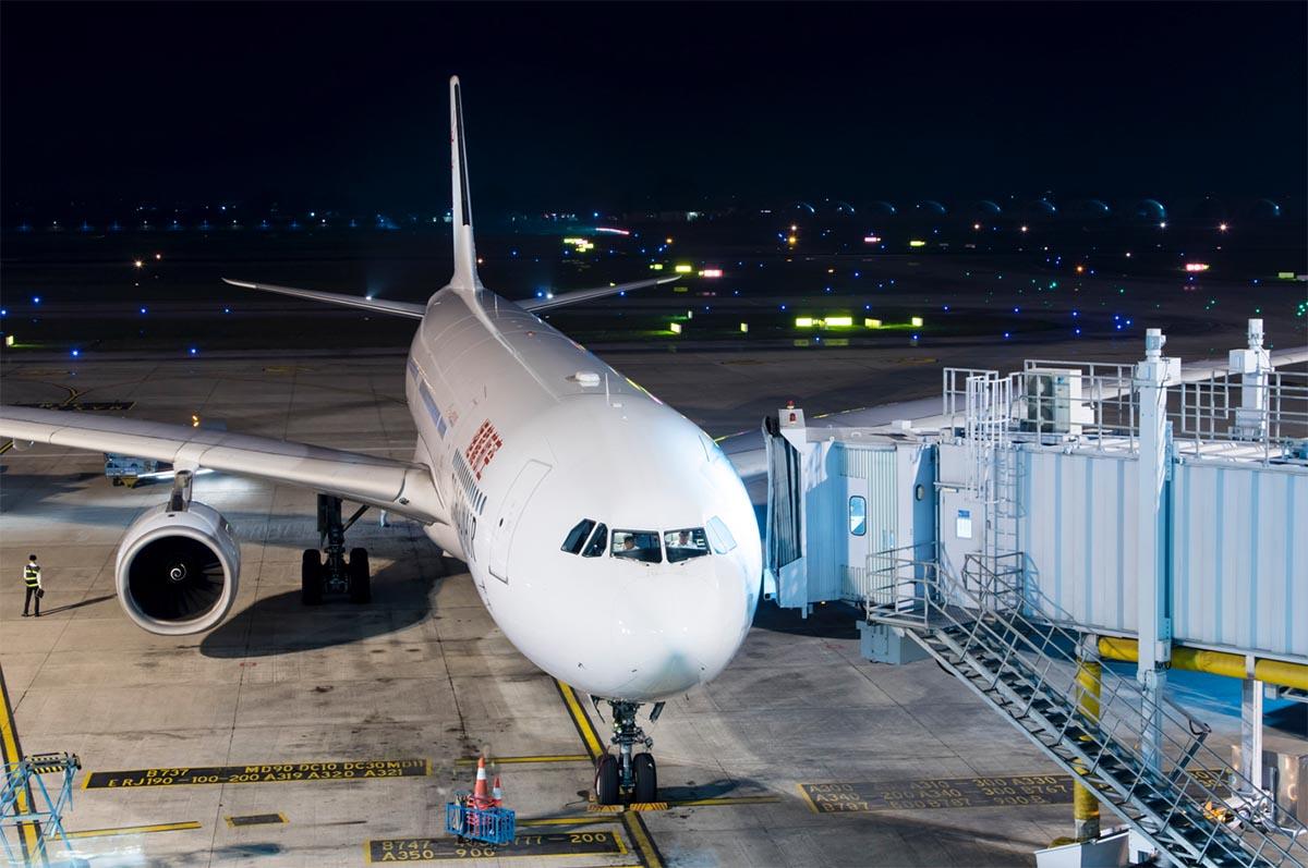 Cathay Dragom A330