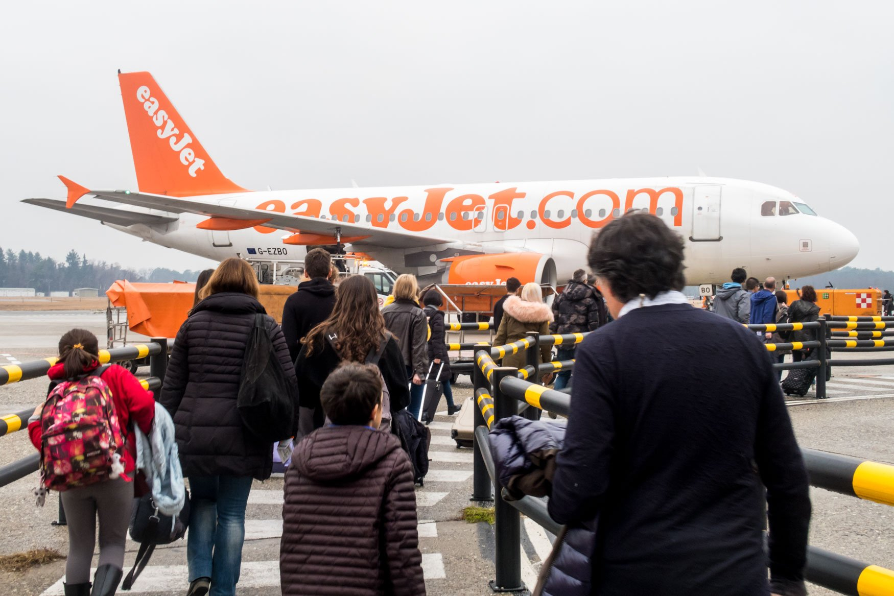 Boarding easyJet A319 at Milan Malpensa