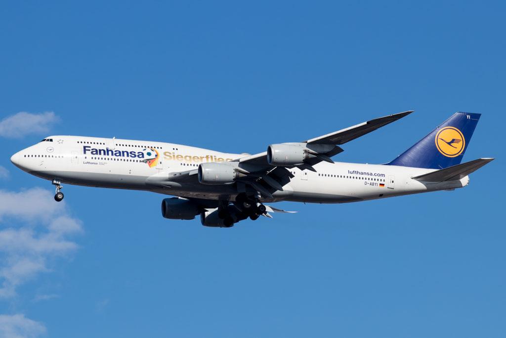 Lufthansa 747-8i Landing at JFK