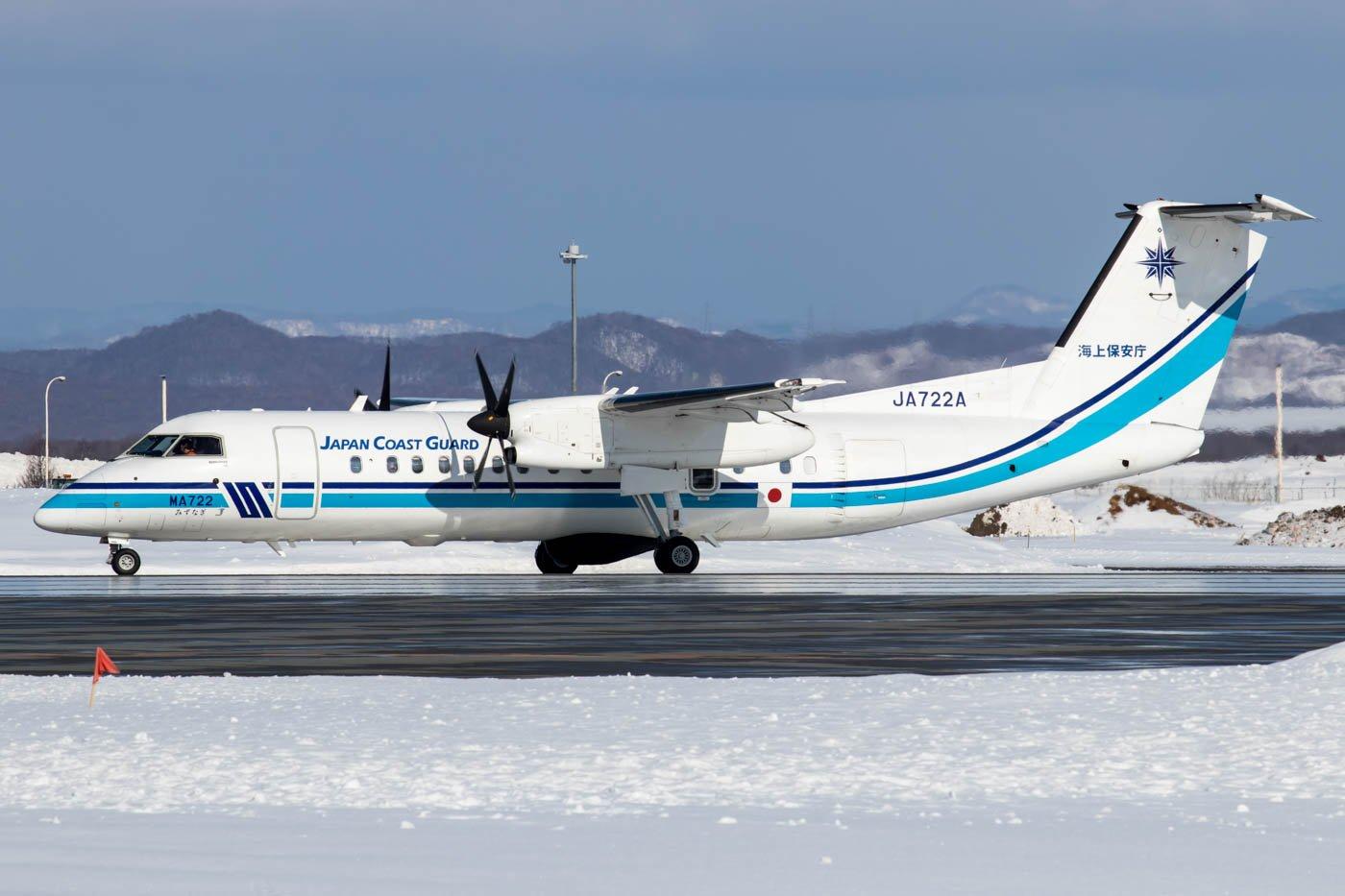 Japan Coast Guard DHC-8-300 Departing Chitose Airbase