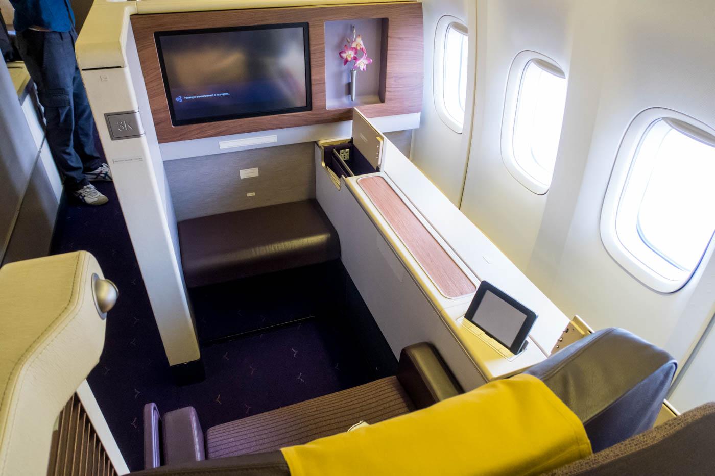 Thai Airways Boeing 747-400 First Class Seat