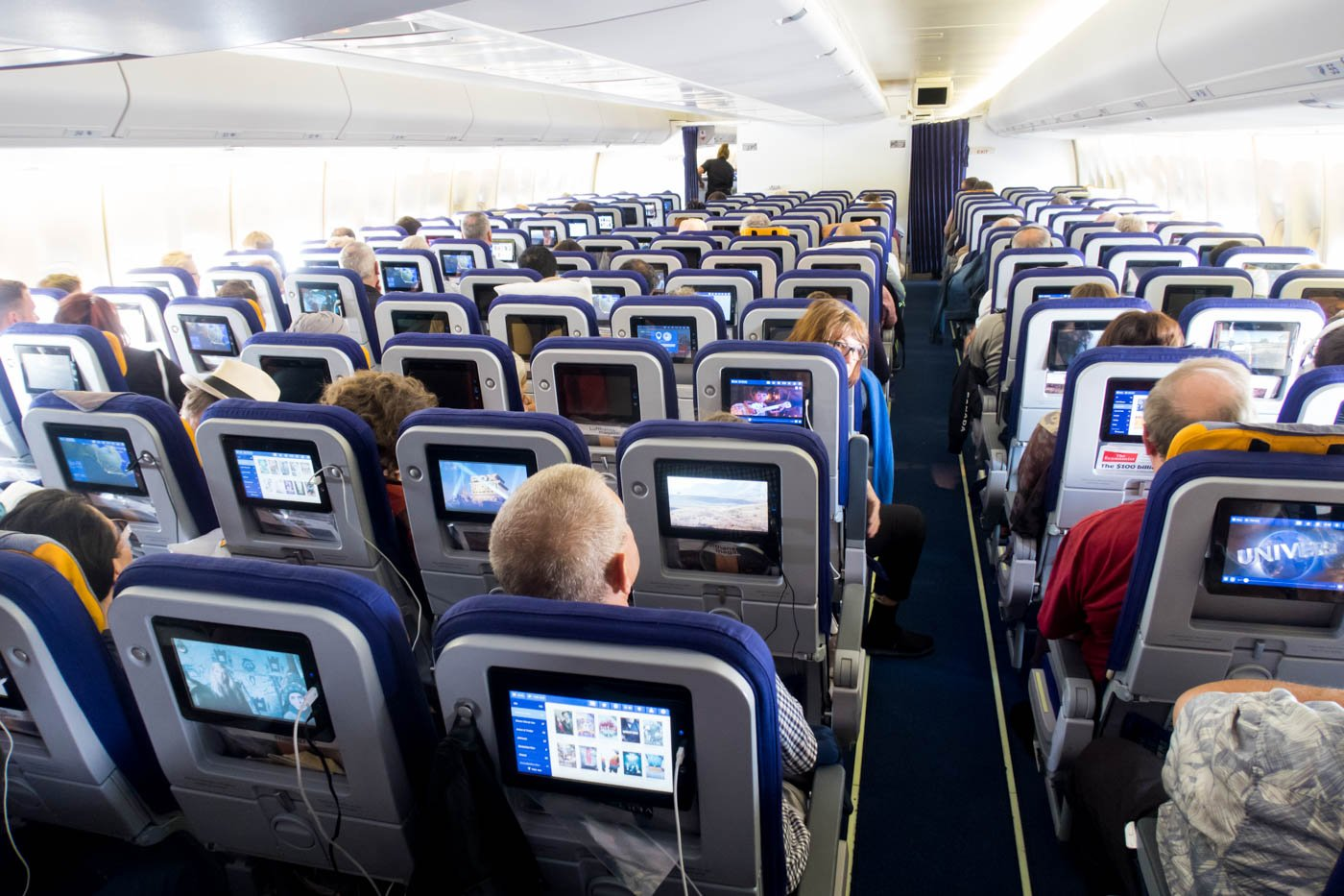 Lufthansa 747-400 Economy Class Cabin