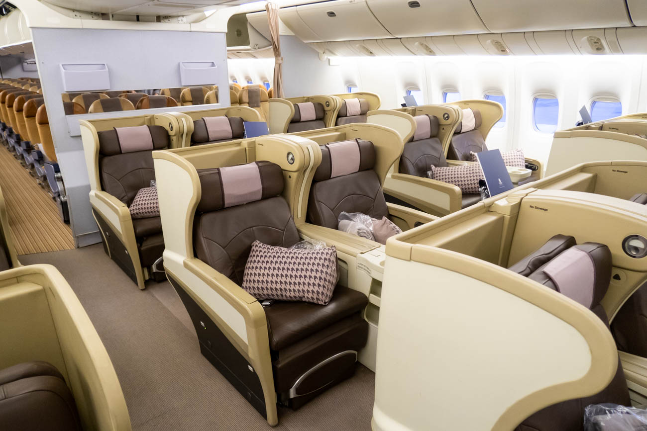 Singapore Airlines Boeing 777-200ER Business Class Cabin
