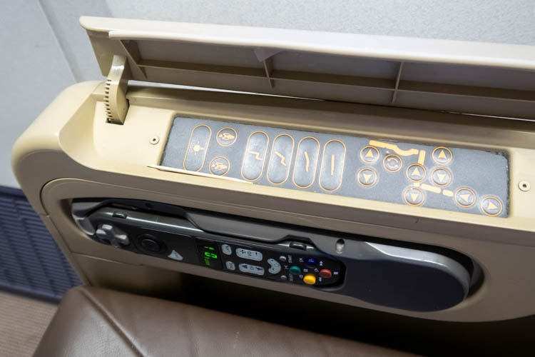 Singapore Airlines 777-200ER Business Class Seat Controls