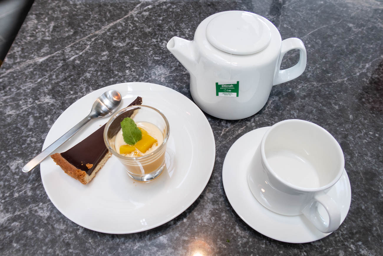 Lunch at The Qantas Hong Kong Lounge