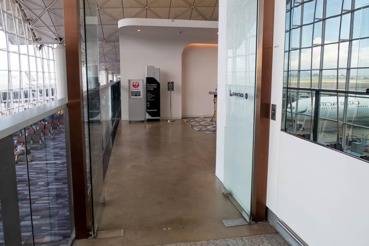 The Qantas Hong Kong Lounge Entrance