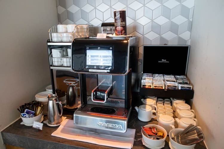 The Qantas Hong Kong Lounge Coffee
