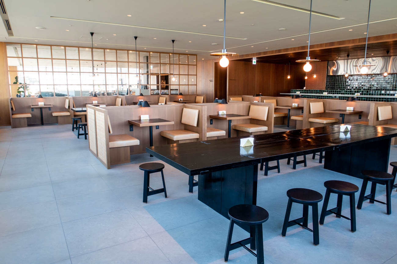 Cathay Pacific Lounge Tokyo Haneda Dining Area