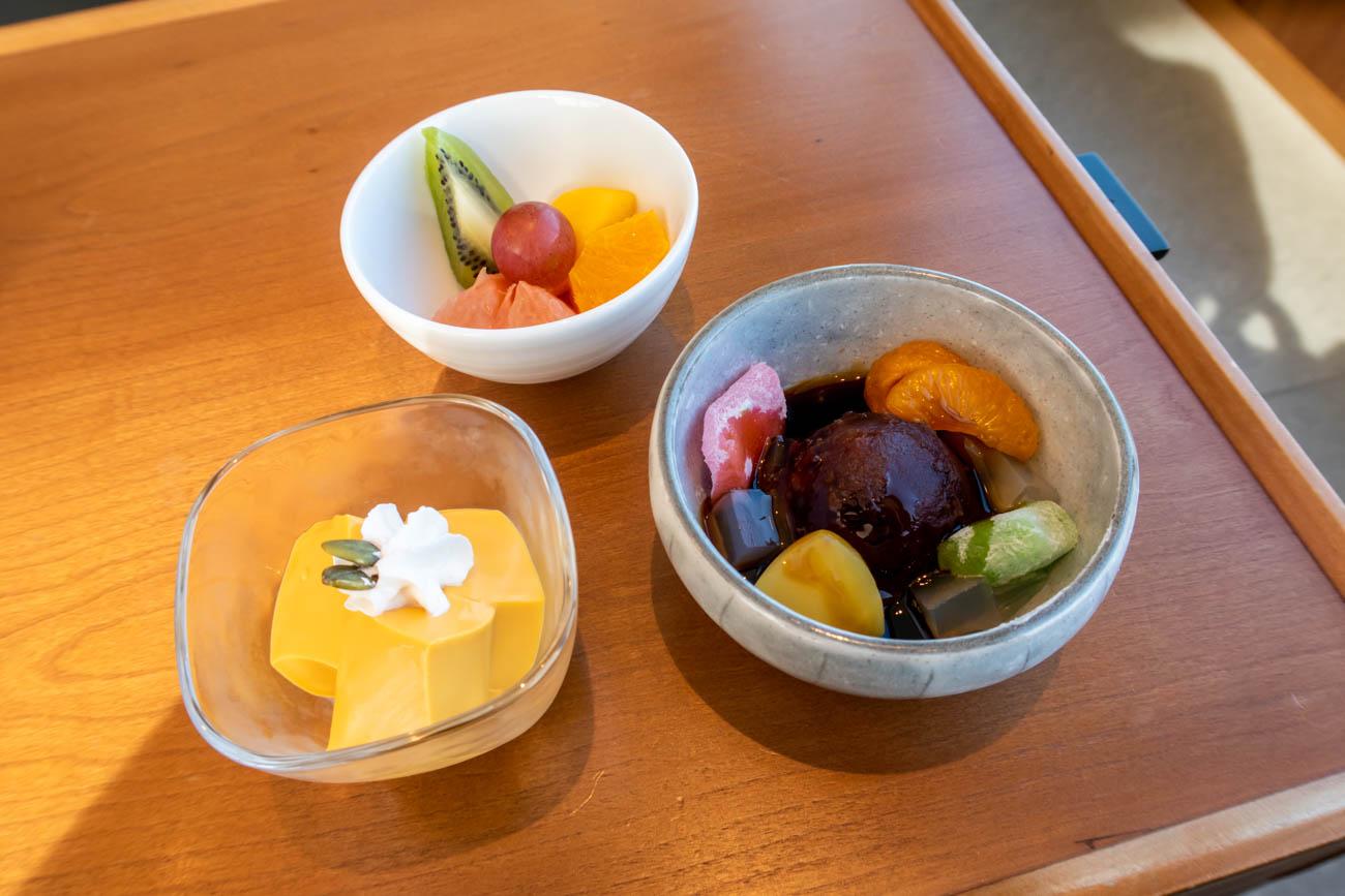 Cathay Pacific Lounge Tokyo Haneda Desserts